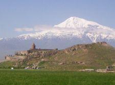 Kloster Chor Virap vor dem heiligen Berg Ararat (© PA