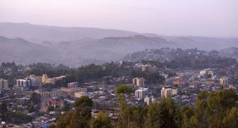 Gondar mit Bergen in Äthiopien