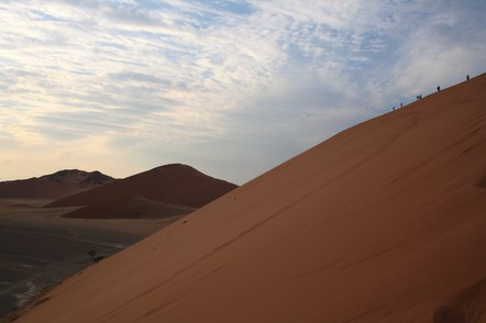 Namibia gefuehrte Reise - Duenen-Aufstieg - Namib-Naukluft-National-Park - Namibia