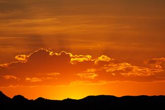 Namibia Gefuehrte Reise - Namibia Safari - Namibia Kleingruppenreise -Sonnenuntergang ueber der Wueste