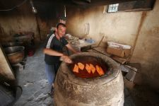 Batumi - typische georgische Bäckerei (© AS = Armin Schmolinske)