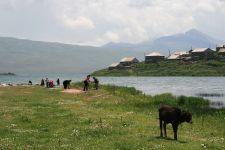 Armenisches Dorf am Tabatzkuri-See (© BH)