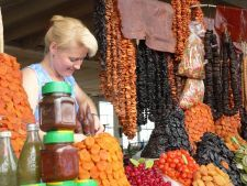 Markthallen Tbilisi - fruchtige Süßigkeiten zum Abschluss der Reise (© CHE)
