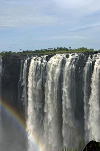 Victoria-Fälle mit Regenbogen in Botswana