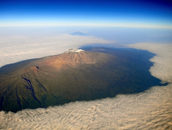 Blick auf den Kilimanjaro bei Sonnenuntergang in Tansania