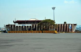 Ende der Uganda-Ruanda Rundreise am internationalen Flughafen in Kigali in Ruanda.