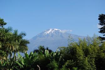 Blick vom Kilimanjaro auf den Kibo in Tansania