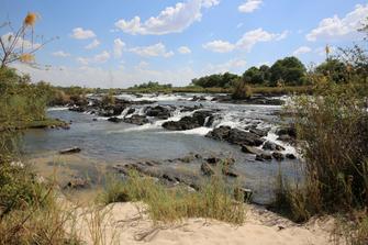 Popa Falls in der Nähe des Okavango Rivers in Botswana