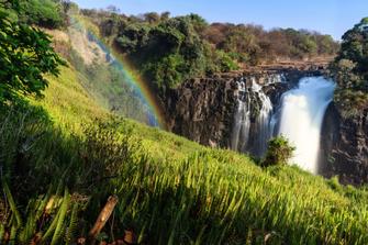 Regenbogen an den Victoria Falls in Simbabwe