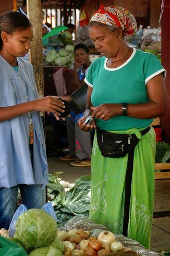 Obst- und Gemüseverkauf auf einem Markt auf Santiago auf den Kapverden