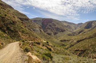 Swartberg Pass und Klein-Karoo-Landschaft in Oudtshoorn in Südafrika