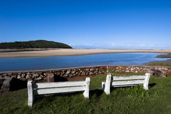 Blick auf den Strand von Kenton-on-Sea in Südafrika