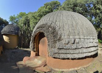 Rundhütte der Swazi in Südafrika