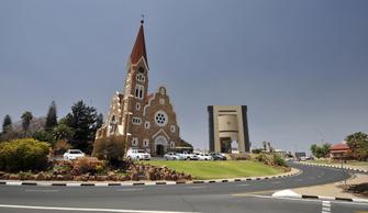 Christuskirche und Unabhängigkeismuseum in Windhoek in Namibia