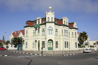Gebäude aus der deutschen Kolonialzeit in Swakopmund in Namibia
