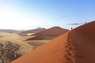 Dünen in Sossusvlei in der Namib Wüste in Namibia