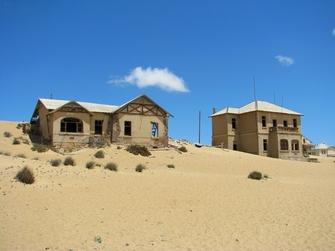 Häuser Ruinen in Ghost Town in Kolmanskop in Namibia