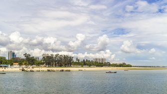 Dar Es Salam Strandpanorama zum Reisebeginn