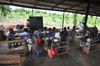 Kinder in der Schule in Kenia