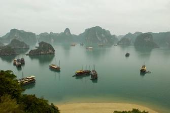 Vietnam individuell -Vietnam Rundreise -Boote im Hafen - Halong Bucht