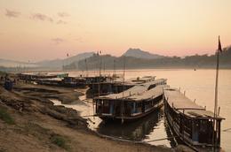 Boote am Flussufer - Mekong - Laos