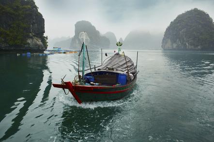 Vietnam Reise -Vietnam Gruppenreise -Vietnam Rundreise -Fischerboot - Halongbucht