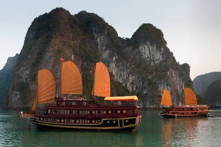 Traditionelle Dschunke in der Halong Bucht - Vietnam