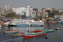 Bangladesch Rundreise - Schiffe und Boote im Hafen - Dhaka